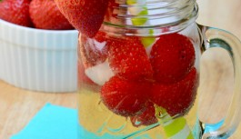 Strawberry Moscato Wine Spritzer by Sharon
